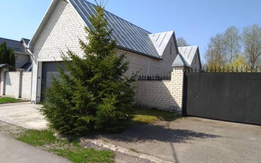 Нижний Ольшанец село, —